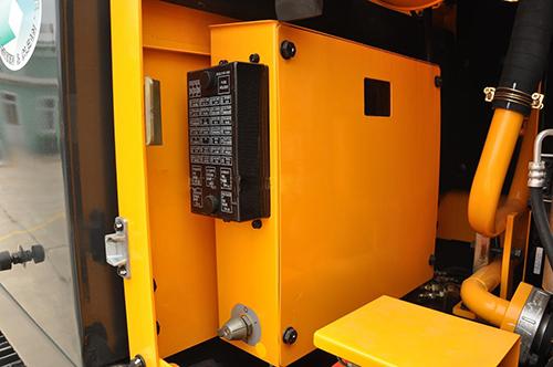 挖掘机配件的继电器保险盒