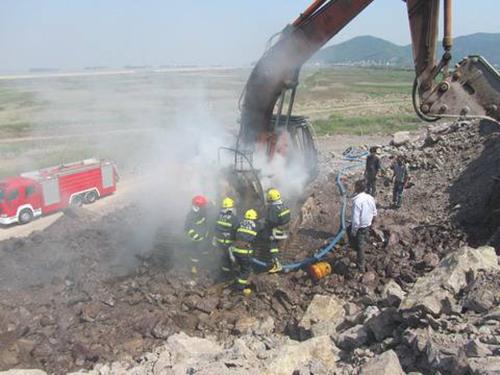 康耐挖掘机配件教大家夏天如何防自燃
