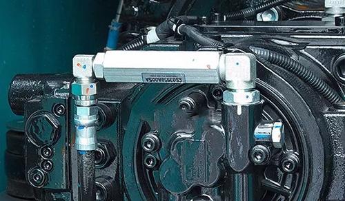 4,检查挖掘机配件旋转马达内部零件是否有磨损,拆开旋转马达看油缸