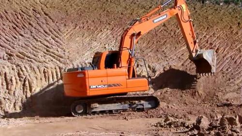 康耐挖掘机配件:挖掘机指数上扬 8月基建投资或将回升